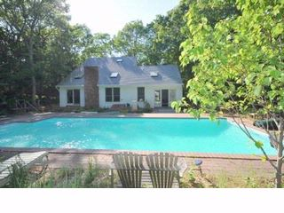4 BR,  3.00 BTH  Contemporary style home in East Hampton